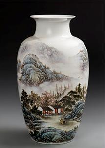 《溪烟云岫》粉彩装饰瓷瓶