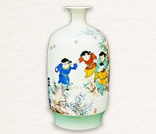 《春间捉迷尽欢悦》粉彩装饰瓷瓶
