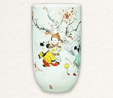 《瑞雪兆丰年》粉彩装饰瓷瓶