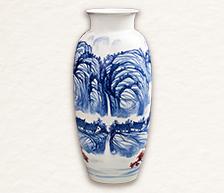 《青山云松》青花釉里红装饰瓷瓶