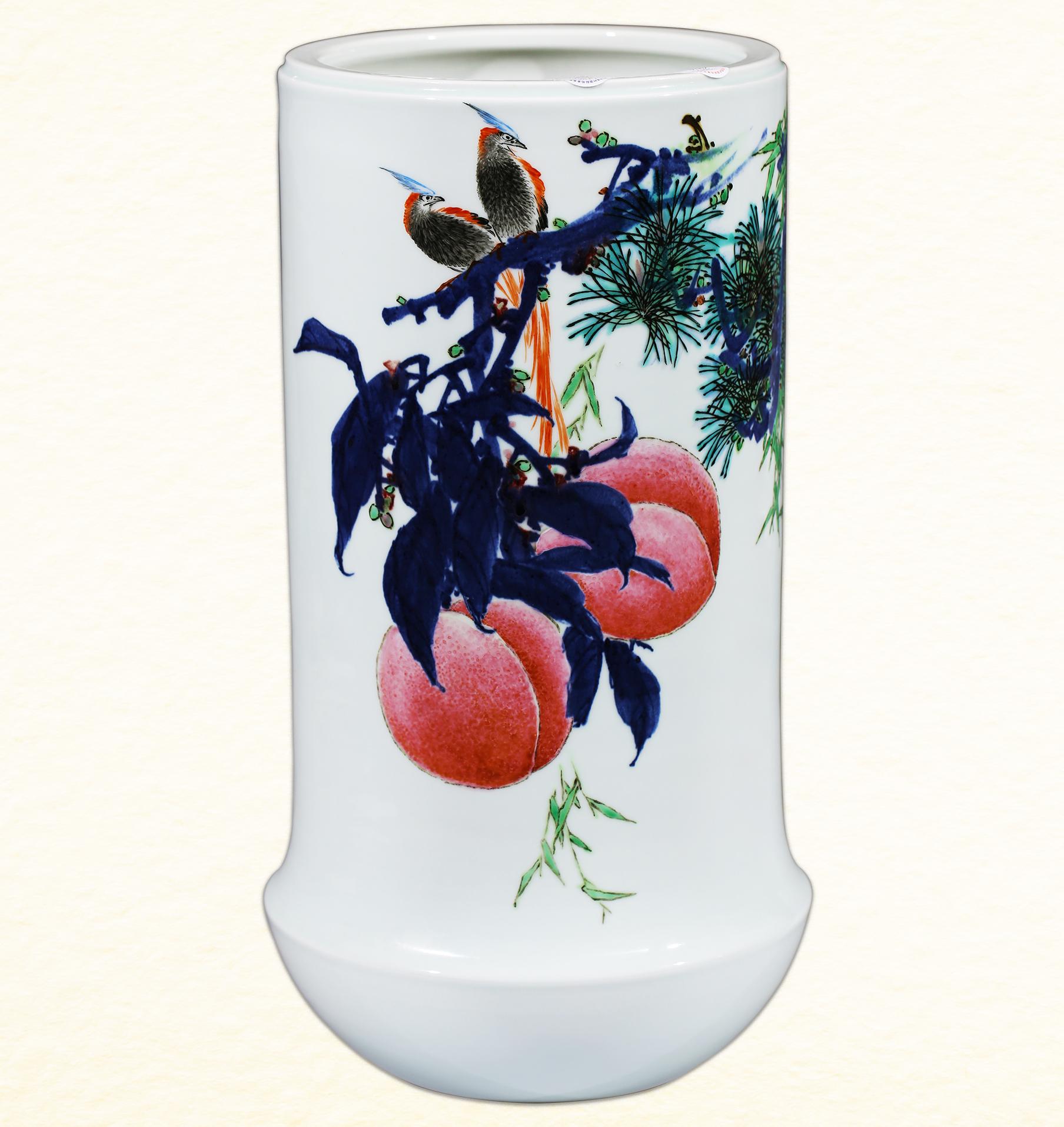 《苍苍者寿》粉彩装饰瓷瓶