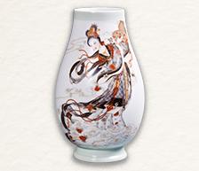 《天女散花》之一墨彩描金瓷瓶