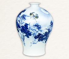 《花好月圆》青花装饰瓷瓶
